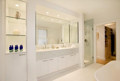nowoczesne lustro pasujące do małej łazienki